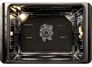 This large 65L usable oven capacity is ideal for families. The large space is great when preparing large meals like roast dinners with ease.